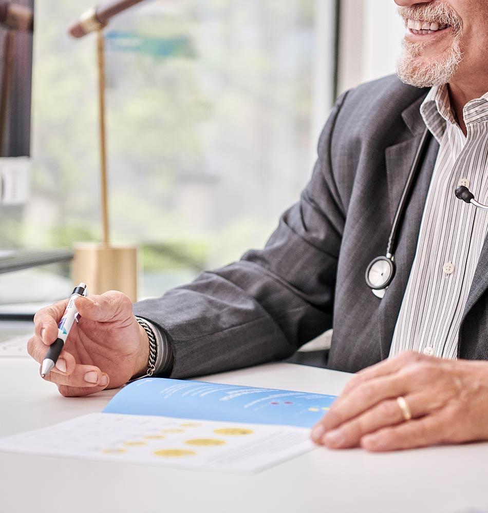 A Doctor at Santé Cannabis prescribing cannabis to patient