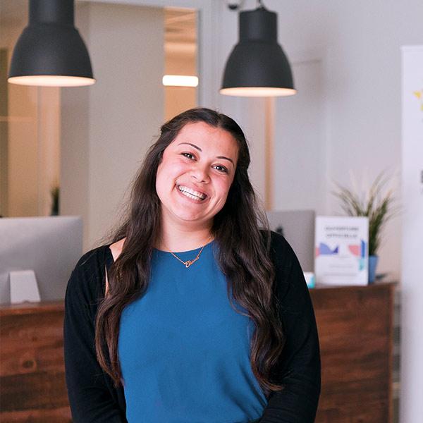 A Santé Cannabis nurse smiling to welcome a patient